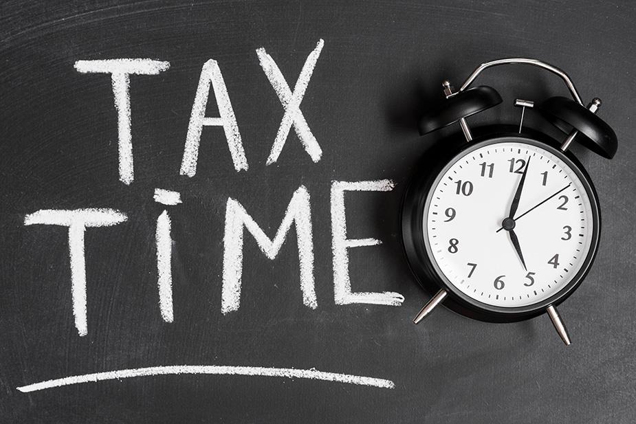 Do tax affect credit score?